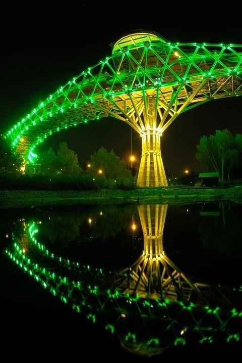 پل طبیعت در شب